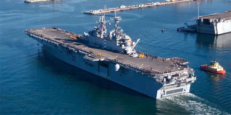 Arde buque de guerra gringo tras registrarse explosión; hay 10 heridos