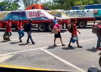 Bajo custodia policial, fueron entregados los hondureños.