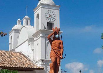 Colocan mascarilla a la estatua del Indio Lempira en Gracias