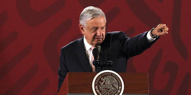 López Obrador regresa a México tras escenificar una amistad con Trump