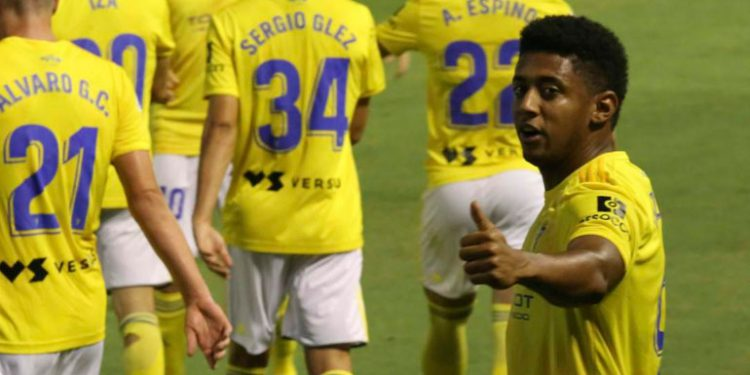 Anthony Lozano llega a 10 goles y acerca al Cádiz a primera división
