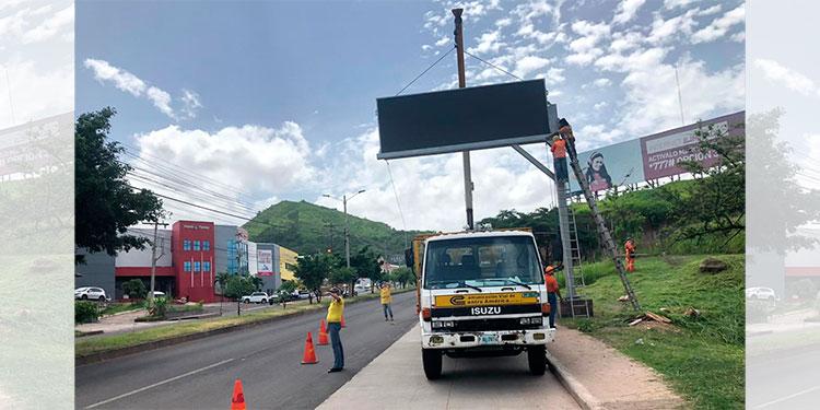 AMDC instala dos pantallas con mensajes educativos en la capital