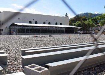 En Tegucigalpa y San Pedro Sula están acondicionados los planteles donde montarán los hospitales.