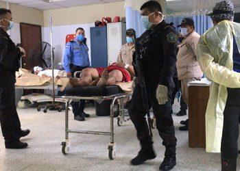 Por la reyerta resultaron varios privados de libertad heridos, los cuales fueron trasladados al hospital del área, por socorristas del Cuerpo de Bomberos.