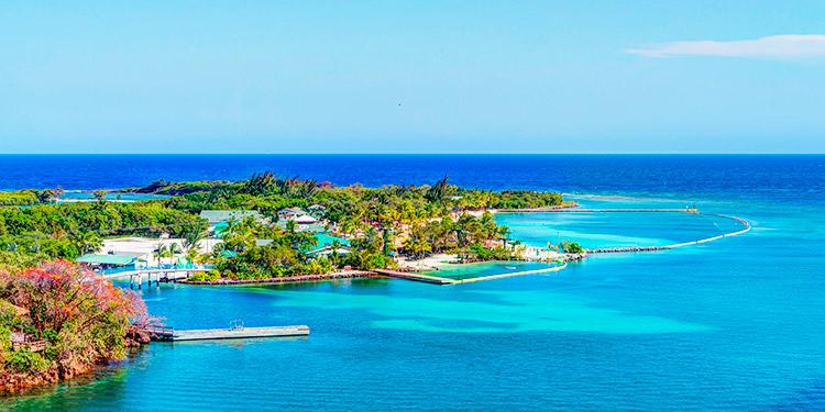 Forbes incluye a Roatán como una de las mejores playas del Caribe para 2020