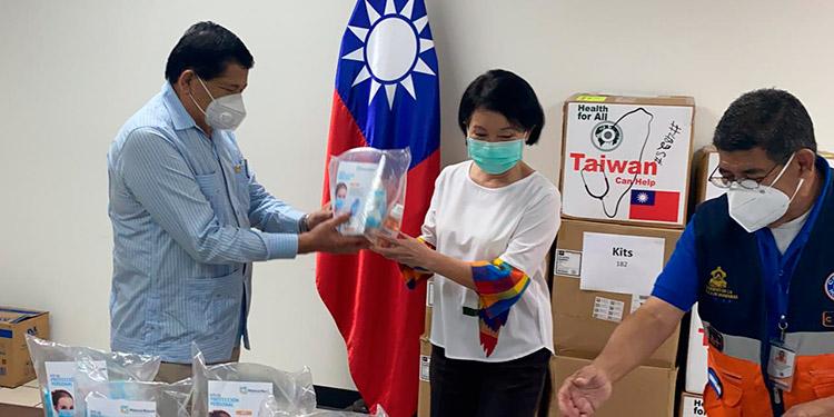 Taiwán dona mascarillas y equipo de bioseguridad al CN