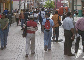 Tiempos en la zona peatonal capitalina. Todos juntos, sin tapabocas. Hacías un alto para tertuliar de cerca con amigos…