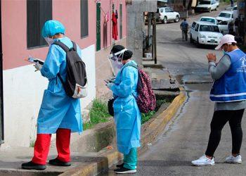 Las Brigadas Médicas COVID-19 han visitado más de 67,000 casas, para detectar casos de COVID-19 y brindar tratamiento.