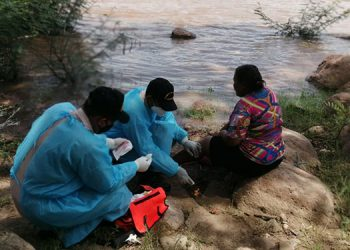 La señora María Ester Maradiaga resultó herida en una pierna en el percance en el río Choluteca.