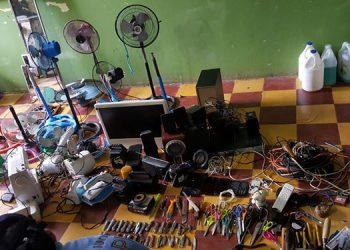 En el centro penal de Juticalpa se decomisaron electrodomésticos de uso prohibido para los reclusos, además de armas cortopunzantes.