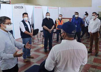 El mandatario felicitó al pueblo de Danlí porque en general pudo notar que todos están utilizando mascarillas.
