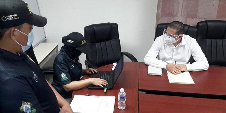 Esposo de diputada comparece en la Fiscalía por millonaria venta de mascarillas