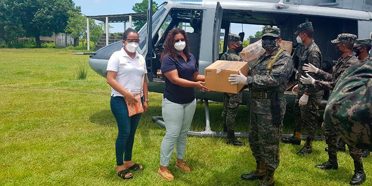 Maquiladores llevan ayuda a pobladores de la mosquitia