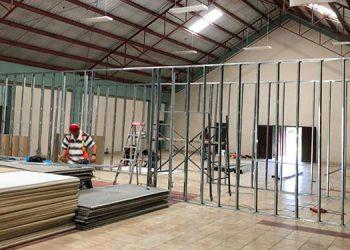 Los trabajos de acondicionamiento del triaje en Monjarás, Marcovia, se ejecutan con fondos municipales y donaciones.