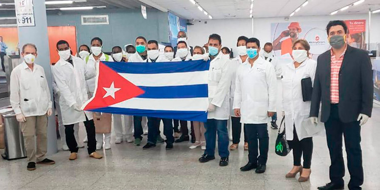 CN condecorará en el grado de 'Cruz de Comendador' a brigada de médicos cubanos