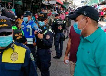 Entre las primeras medidas para evitar conglomeración entre vendedores y clientes se determinó cerrar el paso vehicular y de motos por la sexta y séptima avenidas de Comayagüela.