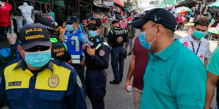 Van multas a mercaderes por no usar mascarillas