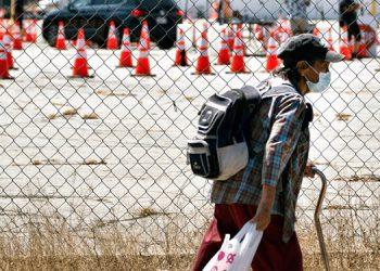Juez de EEUU ordena pruebas en centro de migrantes detenidos