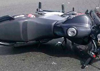 Motociclista muerto y dos heridos en choque