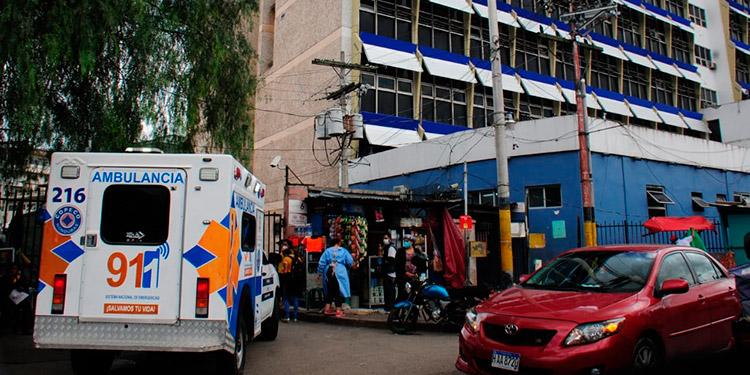 Ocho muertes sospechosas de COVID en tres hospitales