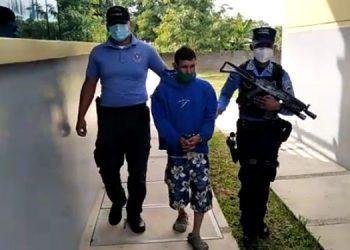 Agentes policiales capturaron a José Emilio Martínez Santos, en Esquías, Comayagua, porque abusaba sexualmente de su hija.