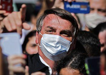 El presidente brasileño, Jair Bolsonaro, volvió a atacar a los periodistas el lunes, menos de un día después de amenazar a un reportero que lo interrogaba sobre la supuesta participación de su esposa en un esquema de corrupción.