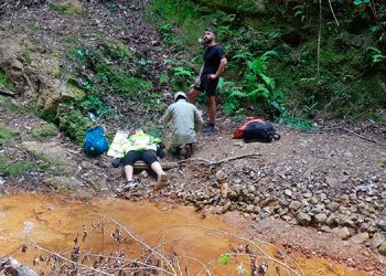 La senderista resbaló aproximadamente unos 50 metros.