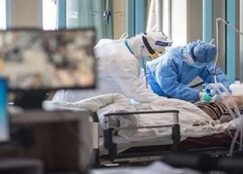 En diferentes hospitales de la zona norte del país se han contabilizado siete médicos en la Unidad de Cuidados Intensivos, por complicaciones del COVID-19.