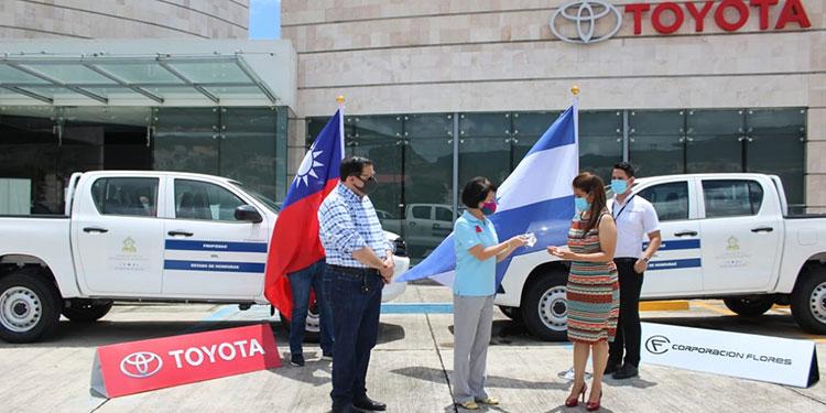 Salud recibe donación de equipo y vehículos