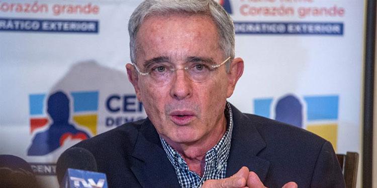 Expresidente colombiano Álvaro Uribe dice que ya se recuperó del coronavirus