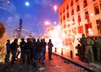 Gas lacrimógeno y enfrentamientos en Beirut tras explosión