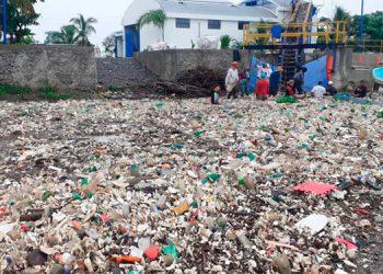 PNUD contribuirá a mitigar la basura que llega a playas de Omoa