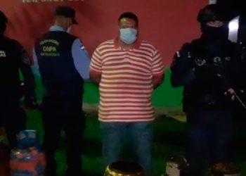 Los detenidos aseguran que les pagaron por llevar los chimbos de gas.