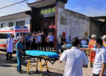 China: 17 muertos al derrumbarse restaurante de 2 plantas