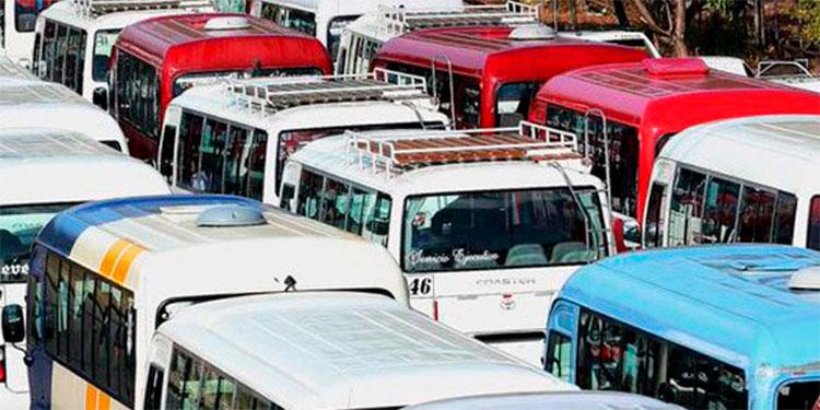 """Decomisan 13 taxis y 12 buses """"brujos"""" """"colados"""" en pilotaje"""