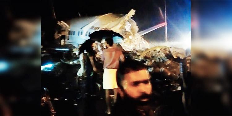 Al menos 10 muertos al salirse de la pista un avión al aterrizar en India