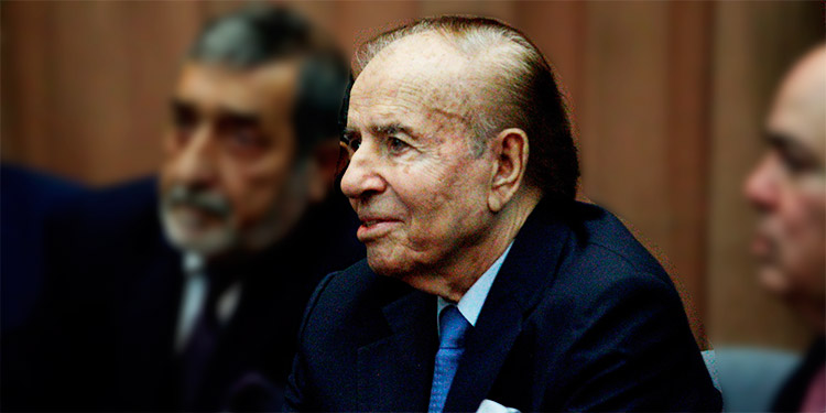 Realizan prueba de COVID-19 al expresidente argentino Carlos Menem