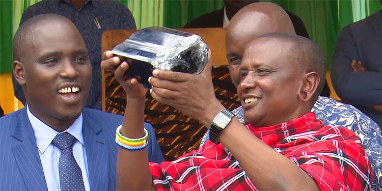 Minero tanzano halla enorme gema de 2 millones de dólares