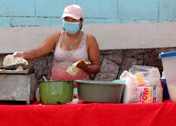 Mujeres huyen de la violencia a casas secretas en Honduras
