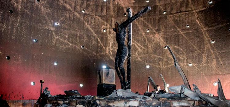 """Cardenal Brenes califica de """"acto terrorista"""" incendio en catedral de Managua"""