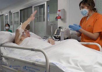 Pedro Gamella, paciente de 77 años, en el momento de abandonar la UCI,