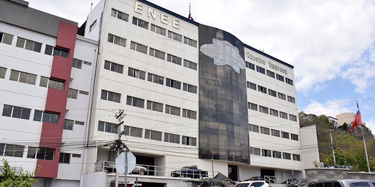 Urgen a ENEE pagarle a los generadores privados