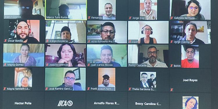 Participantes en programa de capacitación.