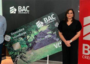 Pamy Marinakys, presidente de Canaturh y Valeria Ríos, vicepresidente de Mercadeo y Comunicación de BAC Credomatic.