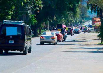 Una caravana de vehículos se realizó durante la celebración del Día de la Biblia, entre miembros de distintas iglesias.