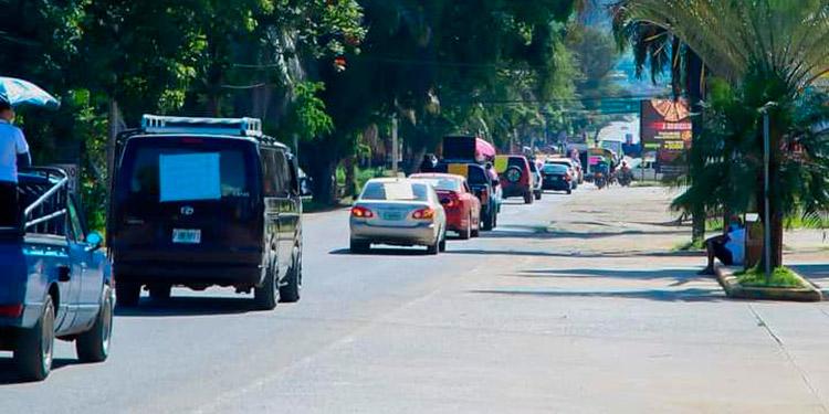 Con caravana de autos festejan Día de la Biblia
