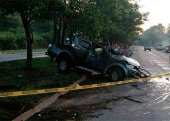 Del fuerte impacto, el vehículo quedó destruido de la parte frontal, en el tramo carretero del bulevar del norte.