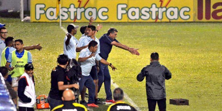 Tres partidos de castigo a Diego Vázquez