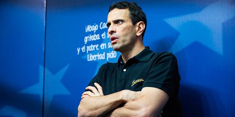 Capriles rechaza el 'régimen autoritario' y una oposición 'que hace lo mismo'