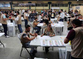 """A primer debate ley electoral: La """"trenza"""" garantiza 50/50 a hombres y mujeres en planillas"""